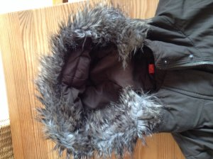 Warme Winterjacke von Esprit Gr. M mit Fellkragen