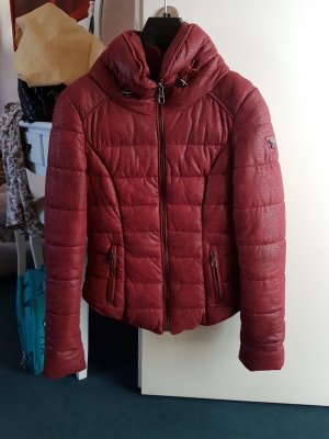 warme Winterjacke von Guess