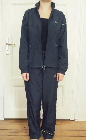 Warmer, bequemer Trainingsanzug von adidas