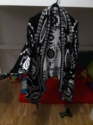 warmer Cardigan in Schwarz weiß