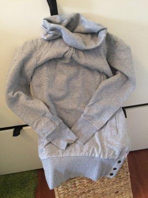 Warmer grauer Pullover