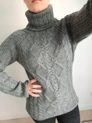 warmer grauer Wollpulli mit Rollkragen aus 50% Merino