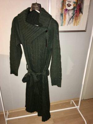 Warmer grüner Strickmantel