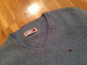 warmer hellblauer Wollpullover
