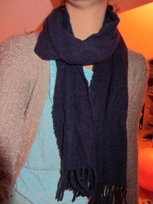 Warmer lila Kaschmirschal für den Winter