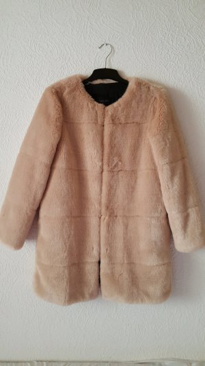 Warmer Mantel aus Kunstpelz