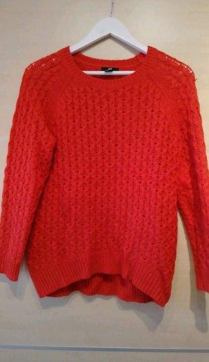 warmer Pullover in kräftigem rot