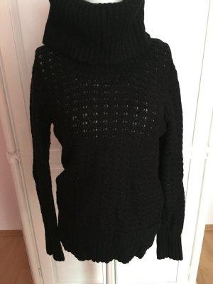 warmer Pullover mit hohem Kragen