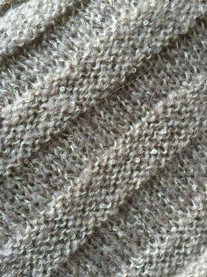 Warmer Schal mit kleinen Pailletten