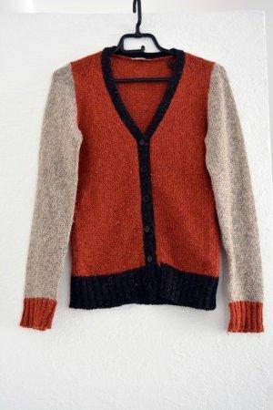 warmer strickcardigan in rot und grau