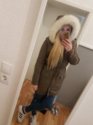 Warmer Wintermantel mit herausnehmbaren Fell