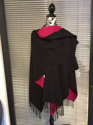 Warmer Wolle Poncho in Schwarz / Pink