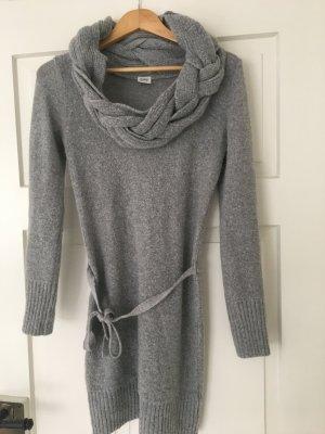 Warmer Wollpulli bzw. -Kleid mit Uboot-Kragen