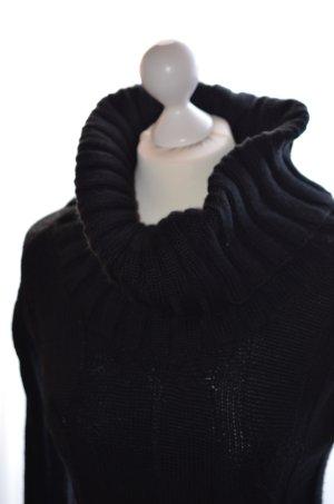 warmes Strickkleid mit schönem Zopfmuster