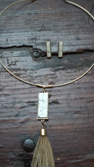Necklace white