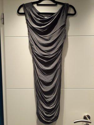Wasserfall-Kleid