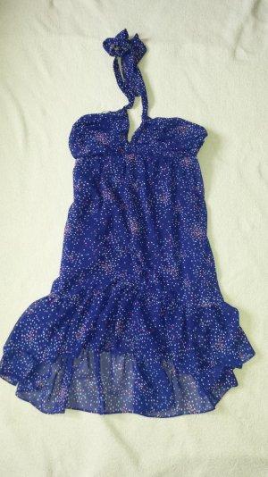 Wasserfall-Neckholder-Sommerkleid mit weiß-pinken Punkten auf Blau/Lila