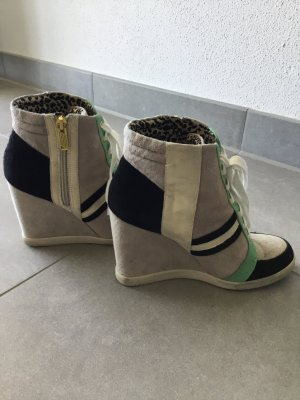 Wedge-Sneakers im Wildleder-Mix von Jessica Simpson