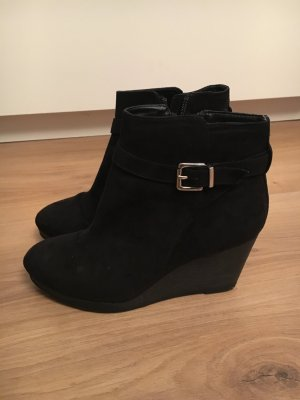 Wedges in Schwarz