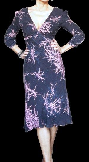 Weich fliessendes Seiden-Kleid mit Korallenmuster
