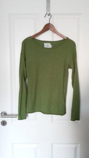 weicher, dünner Pullover