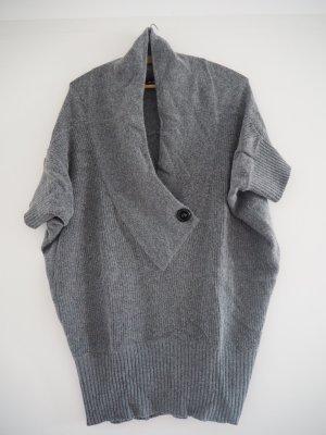 Weicher, hochwertiger kurzärmeliger Pullover / Pullunder mit Angora in Grau
