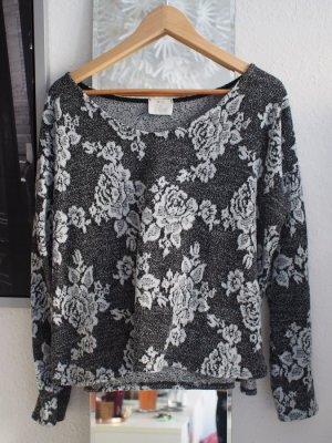 Weicher Pullover mit Rosenmuster