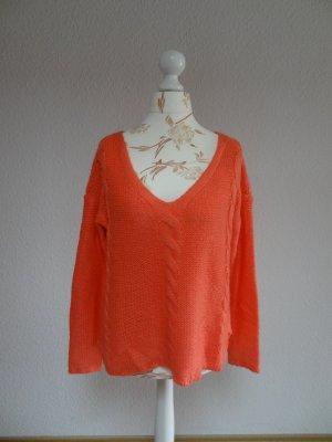 weicher Pullover mit Zopfmuster und V-Ausschnitt