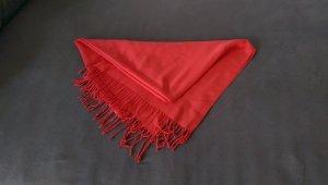 weicher roter Schal mit Fransen