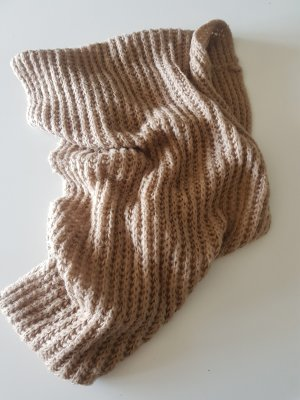 Sciarpa lavorata a maglia color cammello