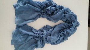 Weicher Schal in himmelblau