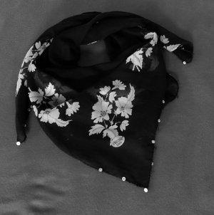 weicher schwarzer Schal
