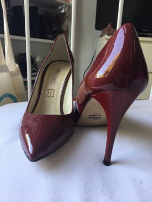 Weinrote Buffalo Pumps