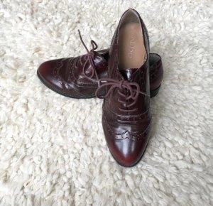 Weinrote Dandy Schuhe mit Lochmuster