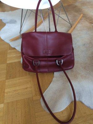 Weinrote Handtasche mit langen Henkeln