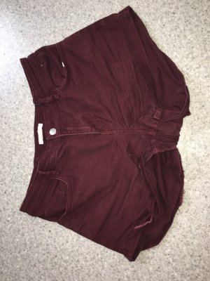 Weinrote Jeansshorts