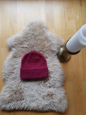 Weinrote Mütze von Asos