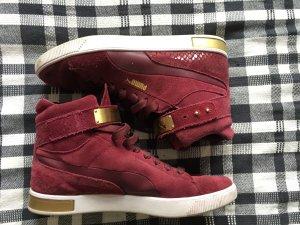 weinrote Puma Sneaker