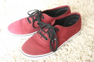 Weinrote Vans Sneakers