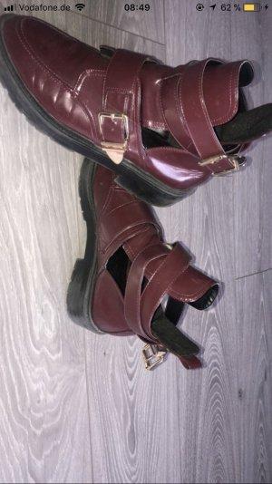 Weinroter Stiefel