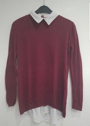 Weinroter Sweater mit eingenähten Blusenelementen