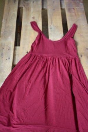 Weinrotes Jerseykleid ideal für den Strand