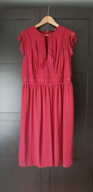Weinrotes Kleid Midi