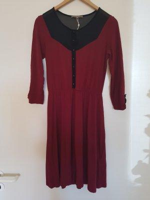 Weinrotes Kleid mit Transparentem Detail