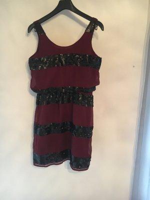 Weinrotes Kleid von Romeo & Juliet Couture