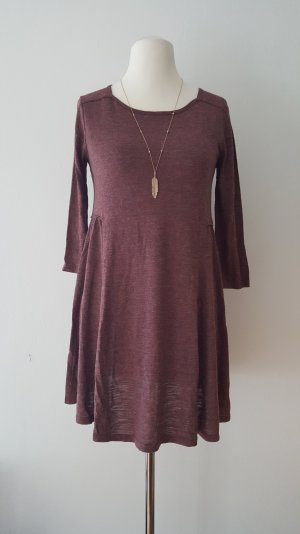 weinrotes langärmliges Kleid