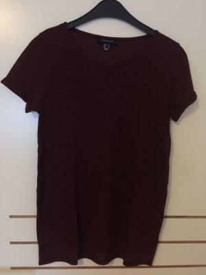 Weinrotes T-Shirt mit Seitenschlitzen