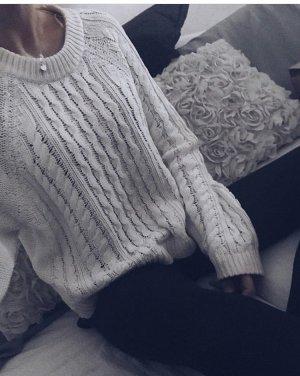 Weiser strickpulli mit muster