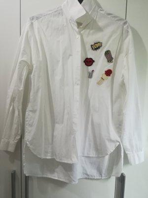 Weises Hemd mit Patches