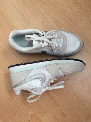 Weiß/ beige Nike Sneaker in Größe 38